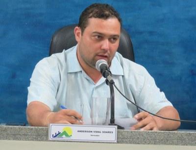 Vereador chamou atenção para problemas na rodoviária e em lote no Bairro São Vicente